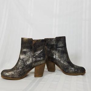 New D&S Ralph Lauren heel booties metallic leather